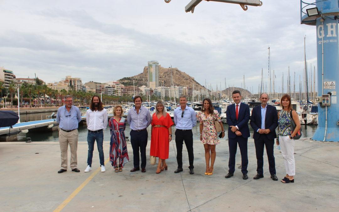 El Real Club de Regatas de Alicante acoge la presentación de la Primera Travesía a Remo Alicante-Tabarca-Alicante que se celebrará el próximo sábado 18 de septiembre