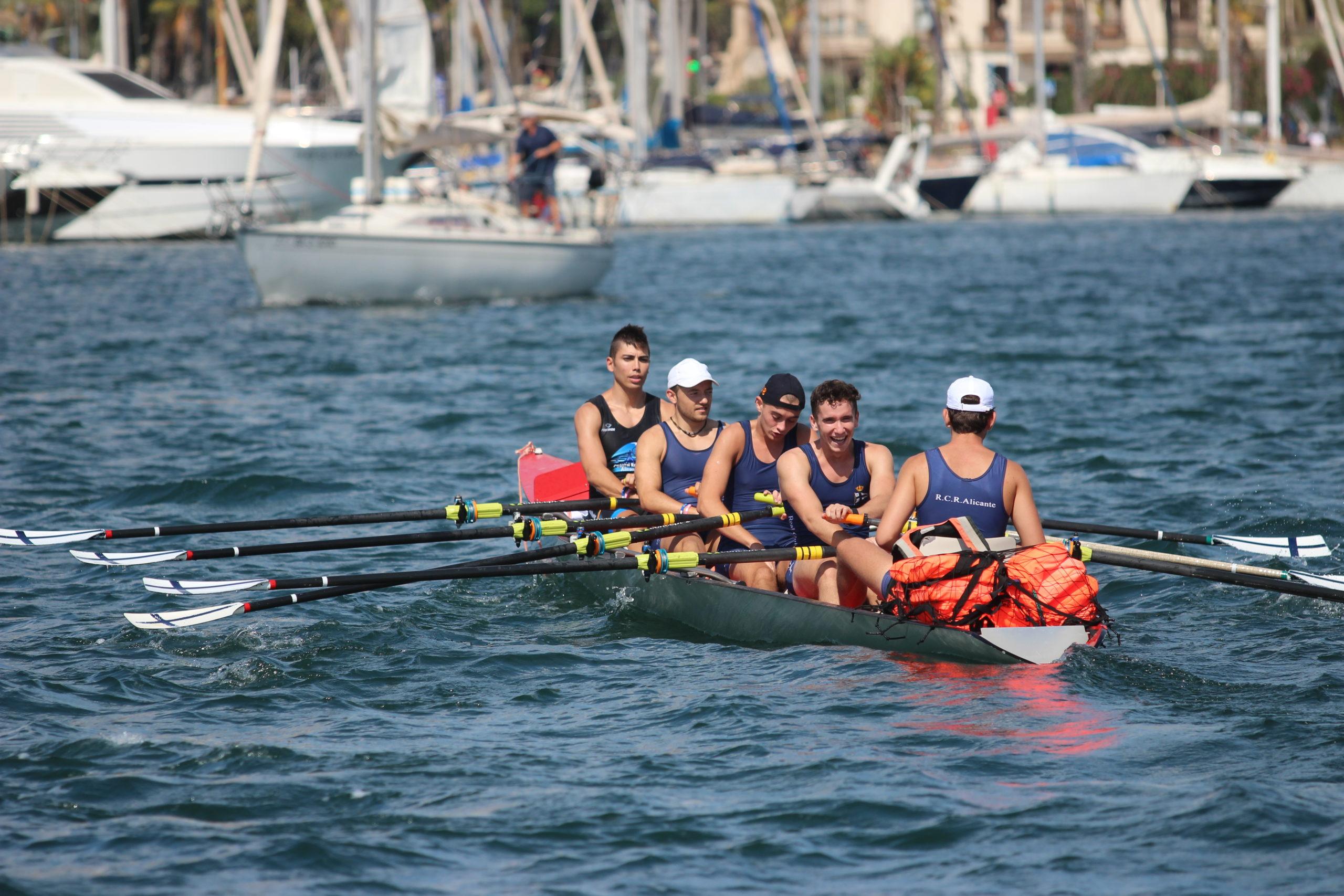 Los deportistas llegando a puerto   RCRA