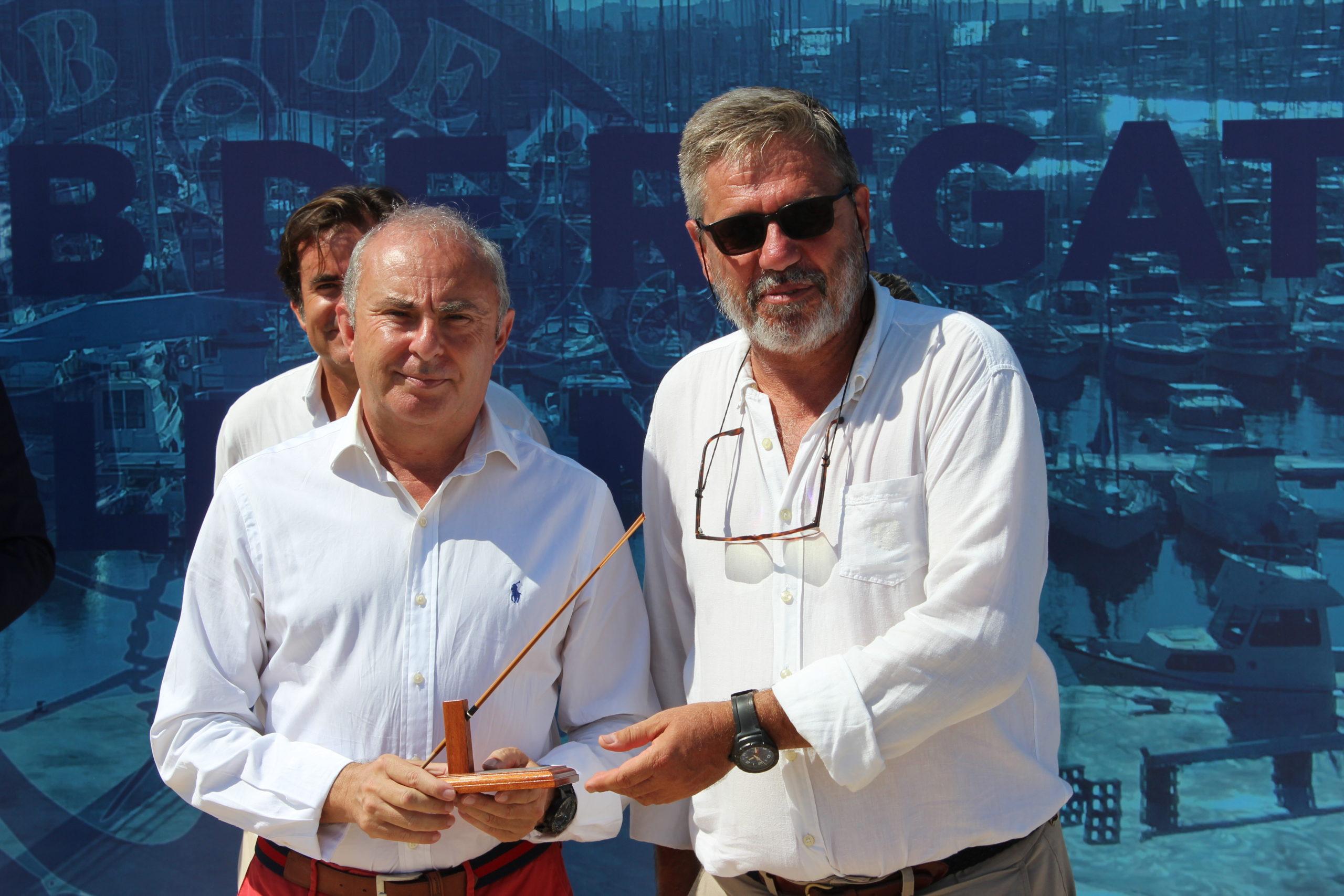 Entrega de reconocimiento a Banco Santander   RCRA